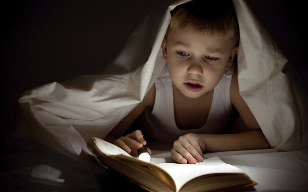 Sabit ve erken bir uyku saati olan çocuklar daha başarılı oluyor