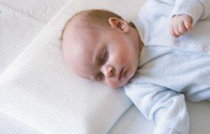 bebekler ne zaman yastık kullanmalı
