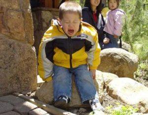 Çocukların sinir krizlerini görmezden gelmemek ve cezalandırmamak için 4 sebep