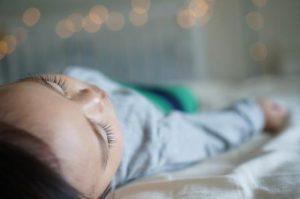 Bebekler ne zaman öğlen uykusunu bırakır?